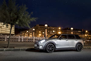 Desktop wallpapers Mini Tuning Houses Silver color Night time Street lights 2015 Mini Cooper S Clubman automobile Cities