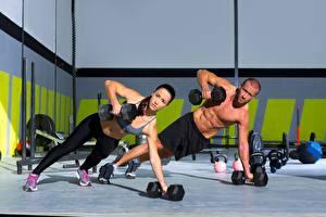 Fotos Fitness Mann 2 Hantel Uniform Körperliche Aktivität junge frau