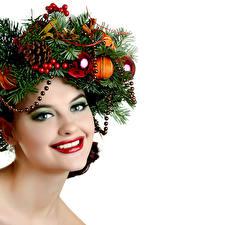 Fotos Neujahr Gesicht Lächeln Ast Kugeln Zapfen Schminke Mädchens