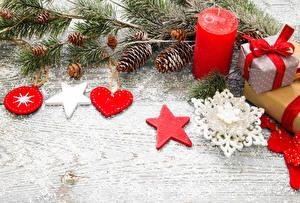 Hintergrundbilder Feiertage Neujahr Kerzen Ast Zapfen Schneeflocken Geschenke Herz