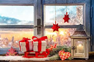 Fotos Feiertage Neujahr Kerzen Fenster Geschenke Ast Herz