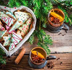 Bilder Feiertage Neujahr Backware Kekse Tee Trinkglas Ast Lebensmittel