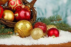 Fotos Feiertage Neujahr Ast Weidenkorb Schnee Kugeln