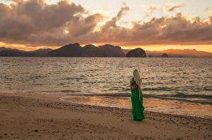 Fonds d'écran Levers et couchers de soleil Côte Mer Les robes Inese Stoner Nature Filles