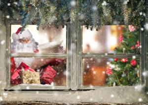 Fotos Feiertage Neujahr Fenster Ast Weihnachtsmann Schnee