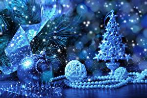 Fotos Feiertage Neujahr Ast Weihnachtsbaum Kugeln Blau