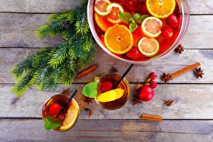 Bilder Neujahr Getränke Obst Zimt Ast Trinkglas Bretter das Essen