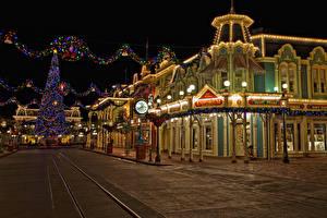 Fotos USA Disneyland Park Haus Neujahr HDR Kalifornien Anaheim Straße Christbaum Lichterkette Nacht Städte