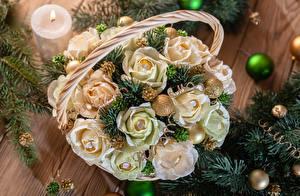 Hintergrundbilder Feiertage Neujahr Rosen Bonbon Weidenkorb Ast Kugeln