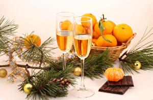 Bilder Feiertage Neujahr Mandarine Schaumwein Schokolade Ast Weinglas das Essen