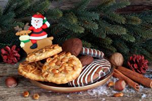 Fotos Neujahr Backware Kekse Zimt Schalenobst Ast Weihnachtsmann Lebensmittel
