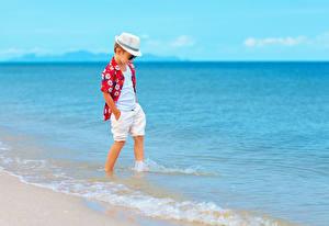 Fotos Küste Junge Shorts Der Hut Hemd kind