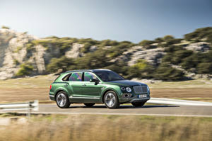 Image Bentley Green Metallic Moving 2015 Bentayga Cars