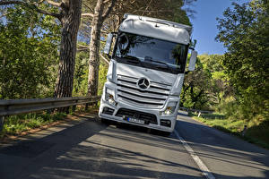 Pictures Mercedes-Benz Trucks Front White 2011 Actros automobile