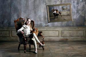 Hintergrundbilder Sitzend Sessel Kleine Mädchen Sweatshirt Spitz Kinder