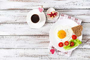 Images Tomatoes Bread Coffee Valentine's Day Fried egg Heart Cup Plate Gifts Wood planks Food