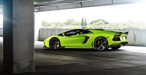 Bilder Lamborghini Gelbgrüne Luxus Seitlich 2015 lp-700-4 Autos