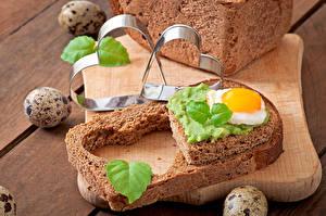 Bureaubladachtergronden Boterham Brood Hartje Spiegelei Eieren spijs