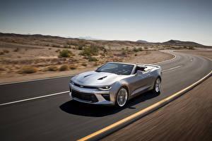 Bilder Chevrolet Wege Silber Farbe Cabrio Fahrendes 2016 Camaro convertible Autos