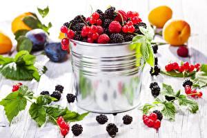 Hintergrundbilder Beere Himbeeren Brombeeren Obst Blattwerk Lebensmittel