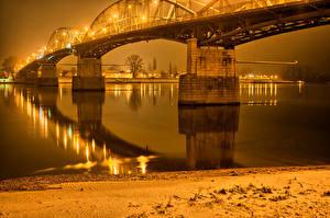 Bilder Ungarn Fluss Brücke Nacht Straßenlaterne Gran Städte