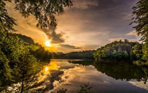Fotos Kroatien Landschaftsfotografie Sonnenaufgänge und Sonnenuntergänge See Himmel Wälder Ast Lake Trakoscan Natur