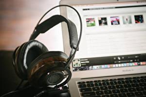 Pictures Closeup Headphones Laptops