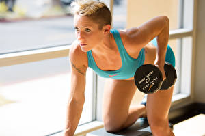 Bilder Fitness Hantel Körperliche Aktivität sportliches Mädchens