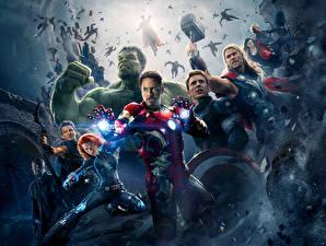 Bilder Avengers: Age of Ultron Robert Downey Jr Chris Hemsworth Chris Evans Scarlett Johansson Iron Man Held Thor Held Hulk Held Captain America Held Mann Krieger Superhelden Bogenschütze Kriegshammer Film Prominente