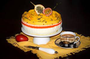 Fotos Süßware Torte Kaffee Obst Tasse Schwarzer Hintergrund  Lebensmittel