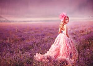 Hintergrundbilder Lavendel Kleid Mädchens