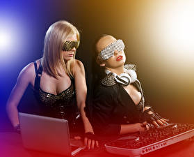 Picture 2 Glamour DJ deejay Music Girls