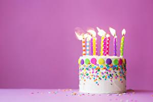 Bilder Kerzen Torte Farbigen hintergrund Lebensmittel