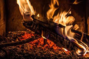 Bilder Flamme Nahaufnahme Makrofotografie Funkenfeuer Brennende Kohlen