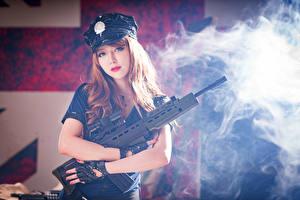 Fotos Asiatische Sturmgewehr Braune Haare Der Hut Rauch Schön Heer