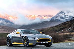 Bilder Aston Martin Gebirge Graues Metallisch 2016 V12 Vantage S Autos