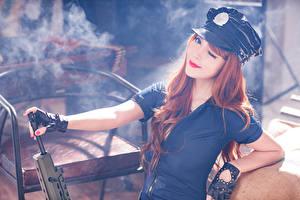 Hintergrundbilder Asiatisches Sturmgewehr Braunhaarige Der Hut Rauch Mädchens Heer