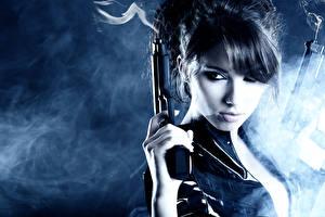 Bilder Pistolen Rauch Blick junge Frauen Heer
