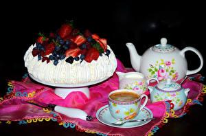 Hintergrundbilder Stillleben Süßware Torte Kaffee Pfeifkessel Tasse Schwarzer Hintergrund Lebensmittel