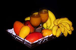 Hintergrundbilder Obst Saft Bananen Weinglas Schwarzer Hintergrund Lebensmittel