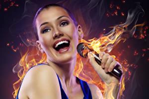 Tapety na pulpit Ogień Mikrofonem Uśmiech Muzyka Dziewczyny