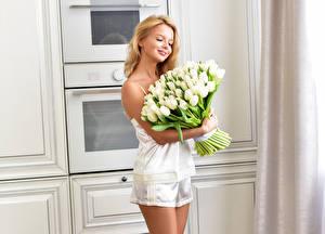 Fondos de escritorio Un ramo Tulipa Rubio Nia Blanco mujer joven