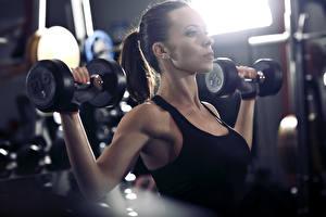 Hintergrundbilder Fitness Hantel Unterhemd Körperliche Aktivität junge Frauen Sport