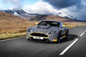 Hintergrundbilder Aston Martin Gebirge Graues Bewegung V12 Vantage S Sport-Plus Pack auto