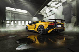 Photo Lamborghini Yellow Back view