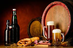 Fotos Getränke Bier Fass Wurst Brot Becher Flasche Spitze Lebensmittel