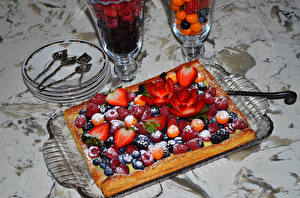 Hintergrundbilder Backware Obstkuchen Beere Erdbeeren Heidelbeeren Löffel Lebensmittel