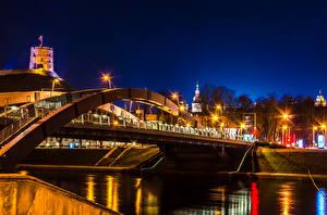 Hintergrundbilder Litauen Flusse Brücken Vilnius Nacht Straßenlaterne Mindaugas Bridge Städte