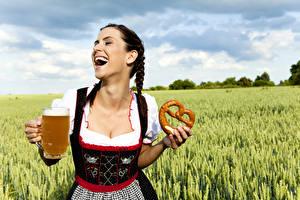Bilder Acker Bier Backware Ähre Uniform Becher Kellnerin Mädchens