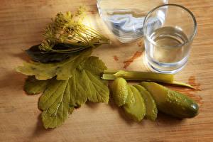Fotos Getränke Wodka Gurke Dill Dubbeglas Lebensmittel